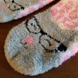 Shoes - Fluffy Cat in Glasses Slipper Socks